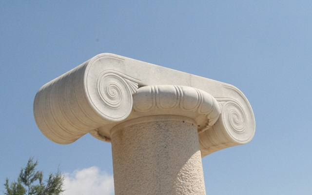 Column of Ionic rhythm in Yria